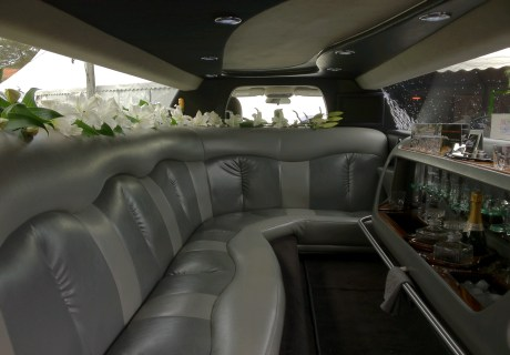 location chrysler limousine bentley 2008 blanc 2008 blanc bordeaux. Black Bedroom Furniture Sets. Home Design Ideas