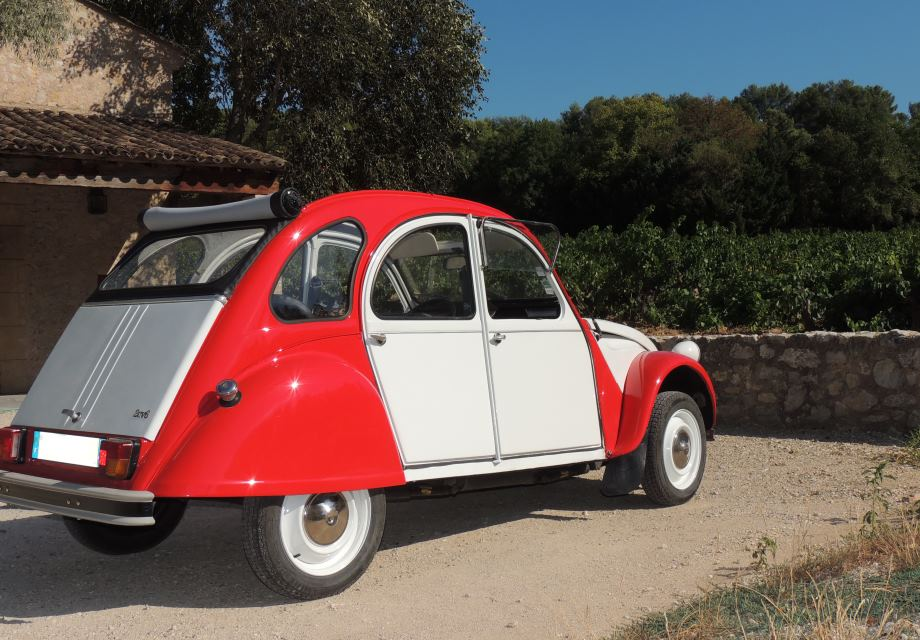 location citro n 2cv 1983 blanche et rouge 1983 blanche et rouge aix en provence. Black Bedroom Furniture Sets. Home Design Ideas