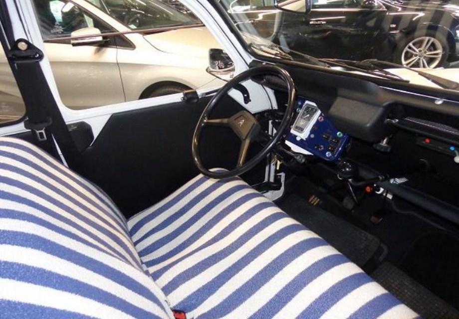 location citroen 2cv charleston 1985 1985 bleu et blanc saint pierre les elbeuf. Black Bedroom Furniture Sets. Home Design Ideas