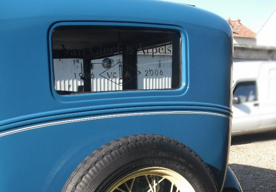 location ford a 1930 bleu noir 1930 bleu noir bezons. Black Bedroom Furniture Sets. Home Design Ideas