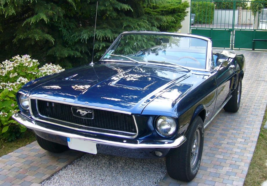location ford mustang 1968 bleu 1968 bleu tremblay en france. Black Bedroom Furniture Sets. Home Design Ideas