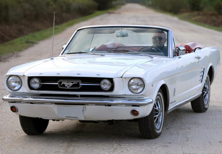 Location Ford Mustang cabriolet V8 1966 Blanc