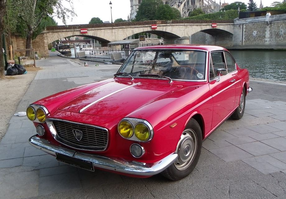 location lancia flavia 1800 1966 rouge 1966 rouge champigny sur marne. Black Bedroom Furniture Sets. Home Design Ideas