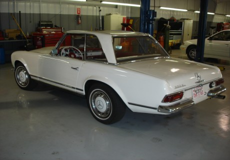 location mercedes benz 250 sl pagode 1968 blanc 1968 blanc nice. Black Bedroom Furniture Sets. Home Design Ideas