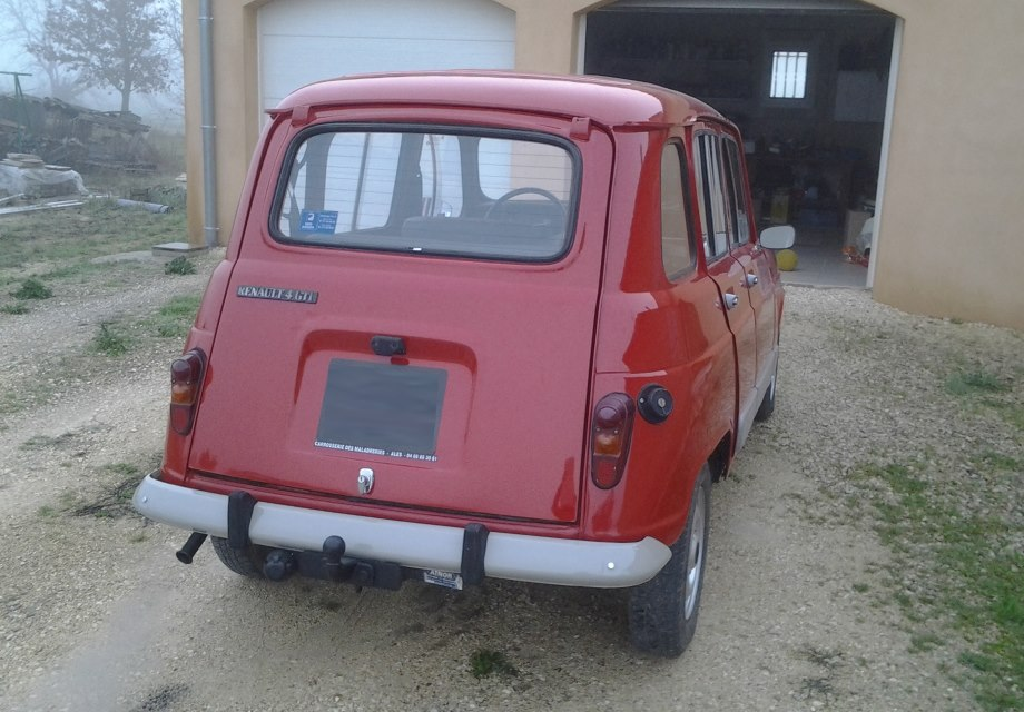 Location renault 4l 1985 rouge 1985 rouge saint denis for Garage renault saint denis