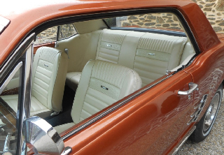 Location Ford mustang 1965 marron cuivré
