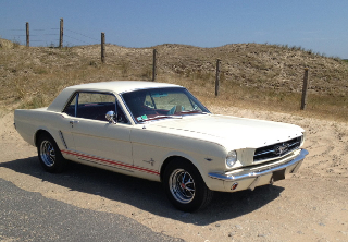 Ford Mustang 1965 blanc ivoire