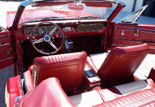 Location Ford Mustang 1966 Candy apple red