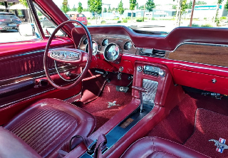 Location Ford Mustang  1968 Rouge et blanc