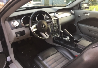 Location Ford Mustang 2007 Noir bande grise