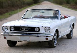 Ford Mustang cabriolet V8 1966 Blanc