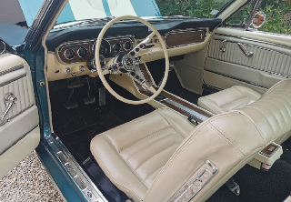 Location Ford Mustang fastback  1965 Bleu vert