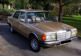 Mercedes Benz 230E 1984 Gold