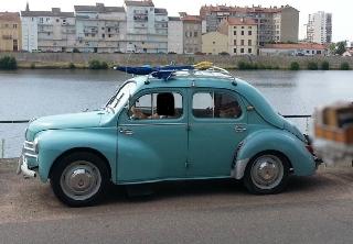 location renault 4 chevaux 1958 bleu 1958 bleu roanne. Black Bedroom Furniture Sets. Home Design Ideas